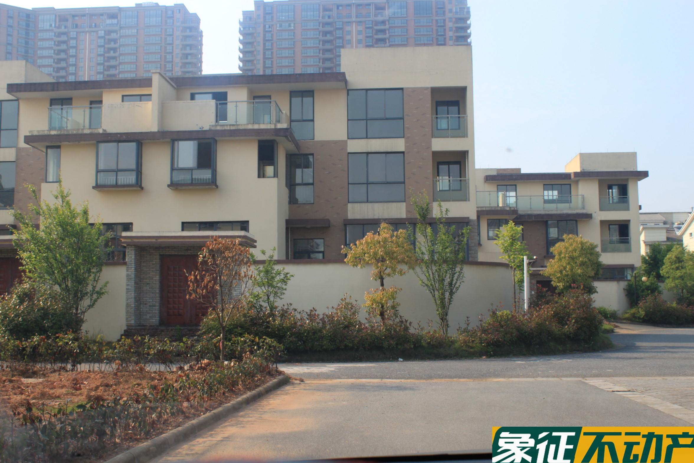 急卖【金义都市)天山龙城a区大排屋 300平带120平的院子