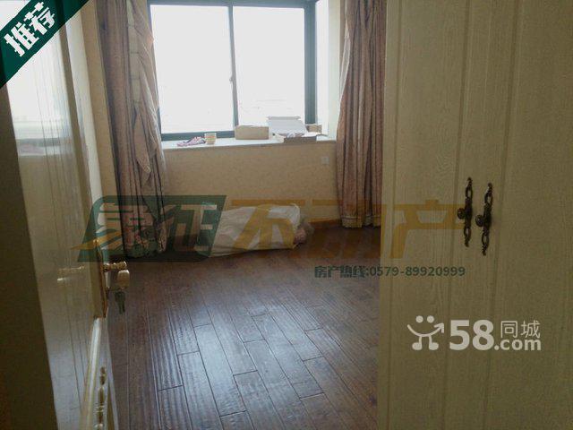 月湖公寓欧式精装修139平115万8楼 高清图片