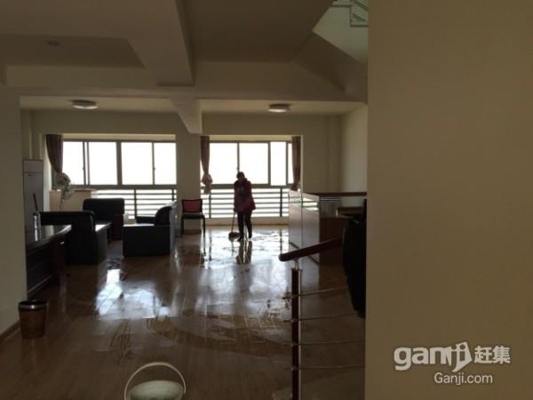2万每年 经贝家园210平方楼中楼5.