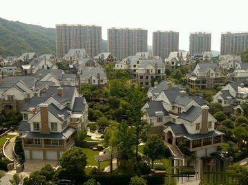 东阳紫荆庄一期独栋别墅建筑面积1200多平花园1.5亩