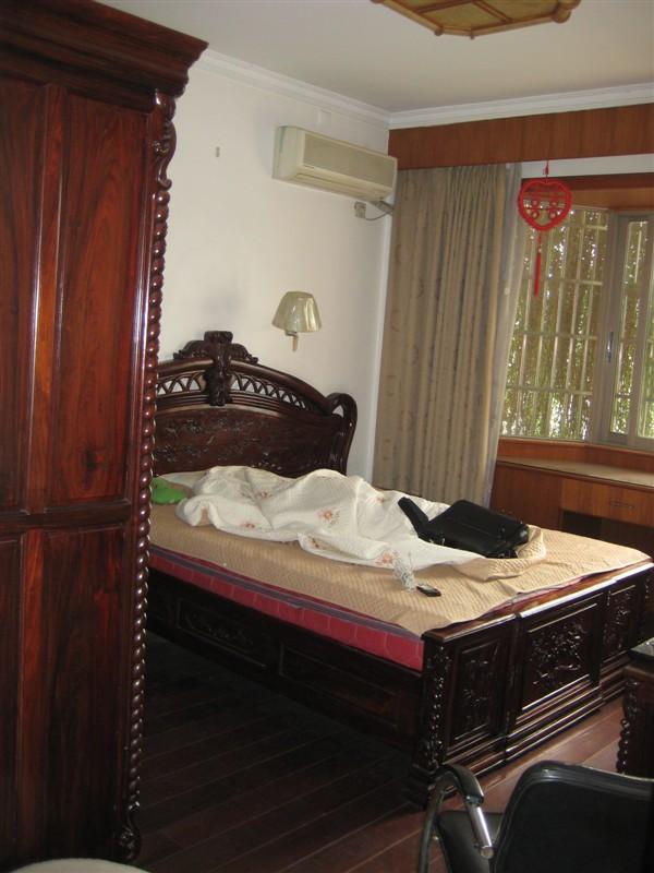 房型:1室1厅1厨1卫面积:70.00平米装修:精装修楼层:5/8层朝