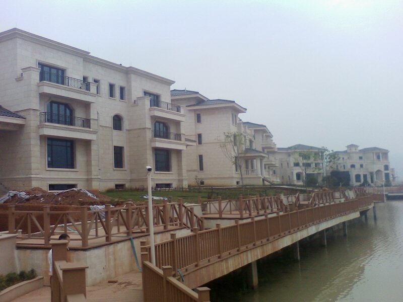 黎明湖独体别墅  建筑650平米 豪华装修 靠湖边 稀缺 急