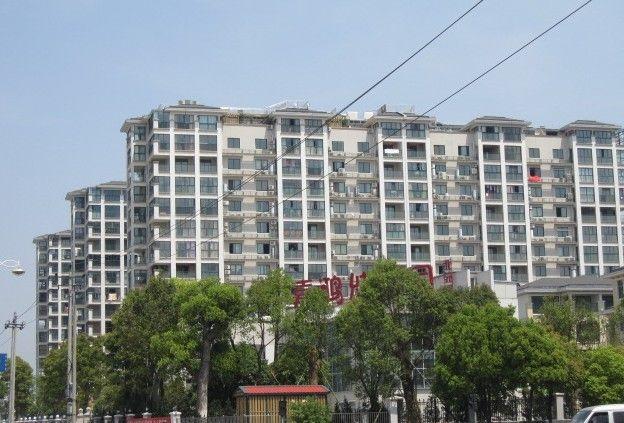 城市花园排屋  建筑450平米 花园大  中间位置 急卖75