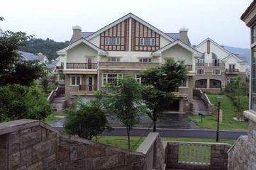 紫荆庄园别墅、豪华装修,2亩花园!