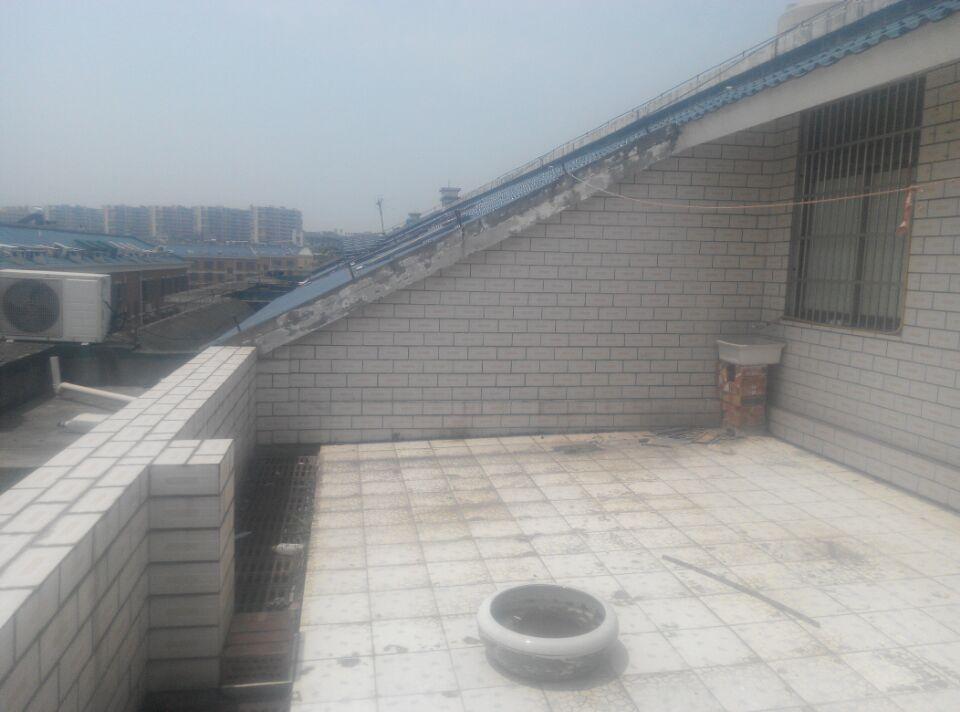 香樟苑8栋1室1厅90�O超大露台