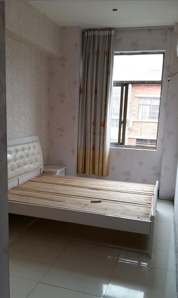 丹溪三区 单间带卫 带空调热水器 床 柜子