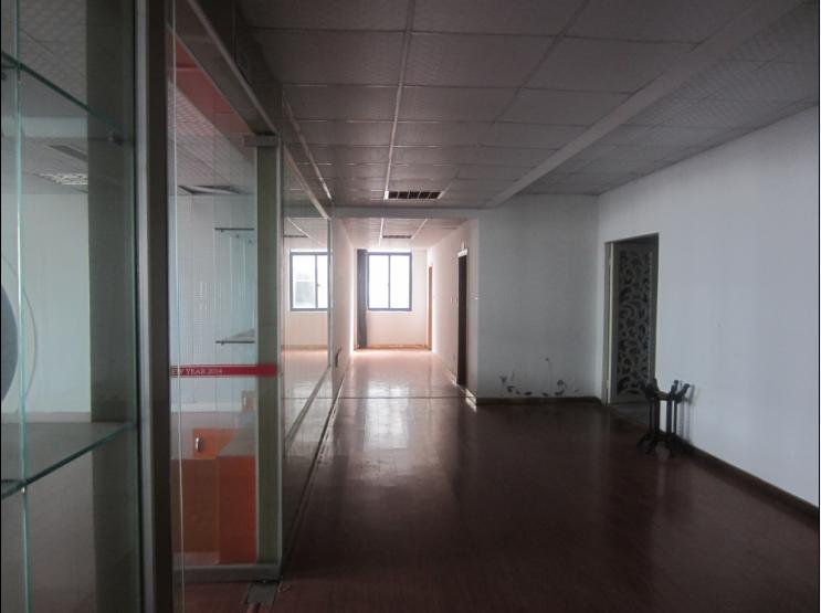 望道路沿街 6楼500平米精品办公楼全框架