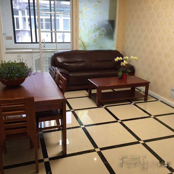 江滨五中,房东现抄底价出售。错过再也没有了。