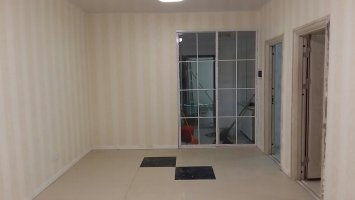 绣湖西路255号2楼 两室一厅 墙纸贴过适合办公住人