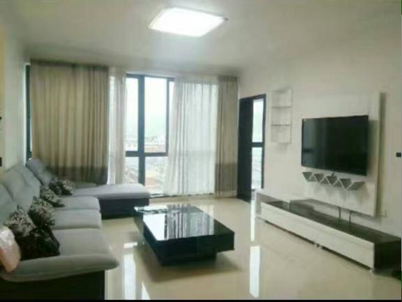 干净清爽舒适三居室,家具家电齐全,价格实惠!