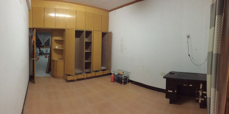 二室一厅110平方带阳台,920一个月,超实惠