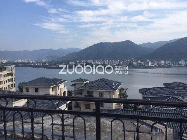 江东翠湖长堤地处山水,宛如城中央
