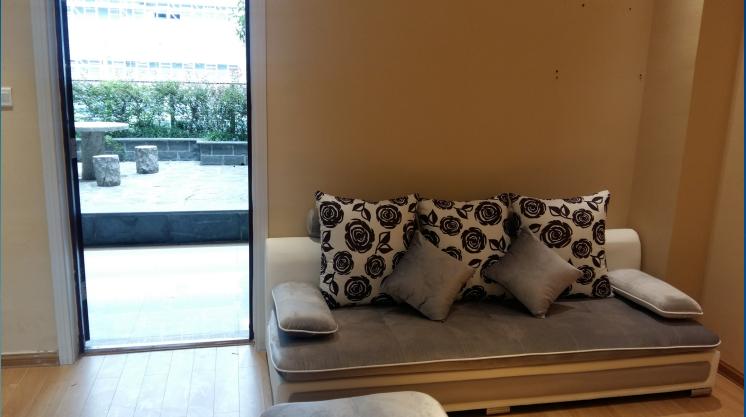 新马路公寓 两室 干净清爽 东西齐全 随时看房