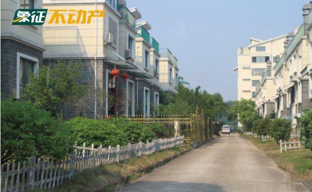 【象征不动产】天山龙城边套排屋带边上花园200平仅售105万
