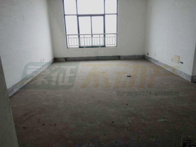 【象征不动产】天山龙城153平三室两卫可按揭只需60万