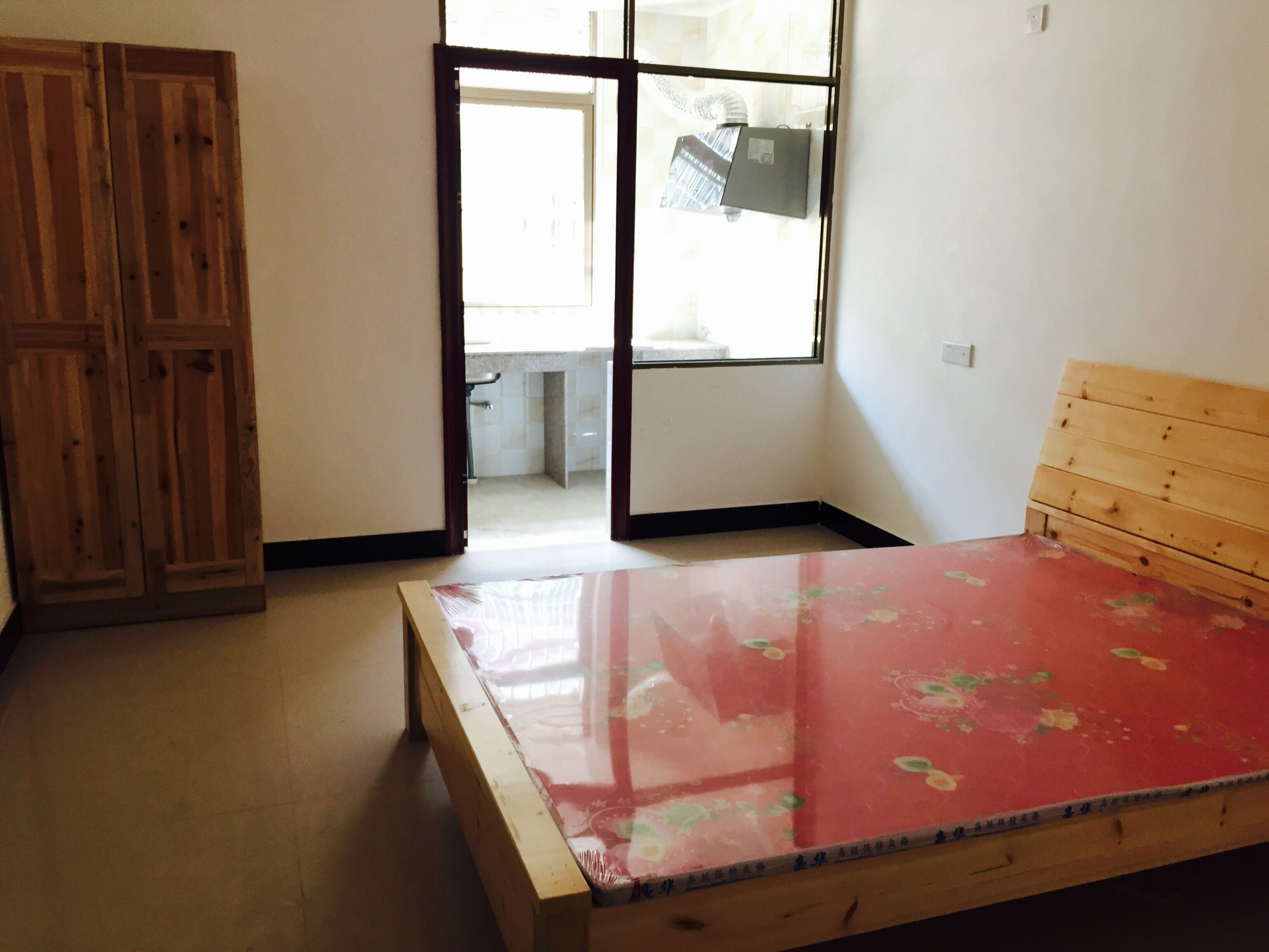 义南工业区白马村19幢4间店面和3层单间出租