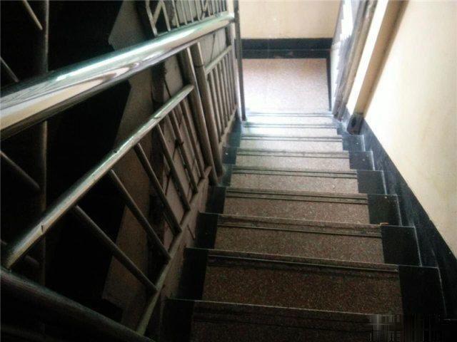 宾王赵宅小区已出让落地2间5层垂直楼带大露台房子新宾王中小学
