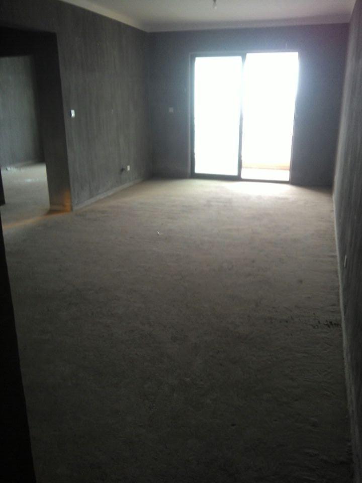 紫荆公寓两室106平 边套毛坯 厕所带窗户的 证齐楼层好