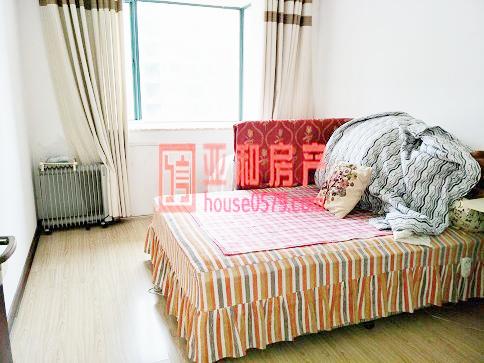 【新科花园-158平套间】简装修 3室2厅 243万