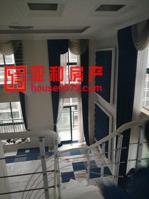 【亚和200%真房源】国际村楼中楼  东边套  产证齐全