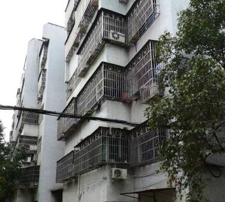 江东商苑大户型顶楼带阁楼 5室2厅双阳台带车库 只要198万