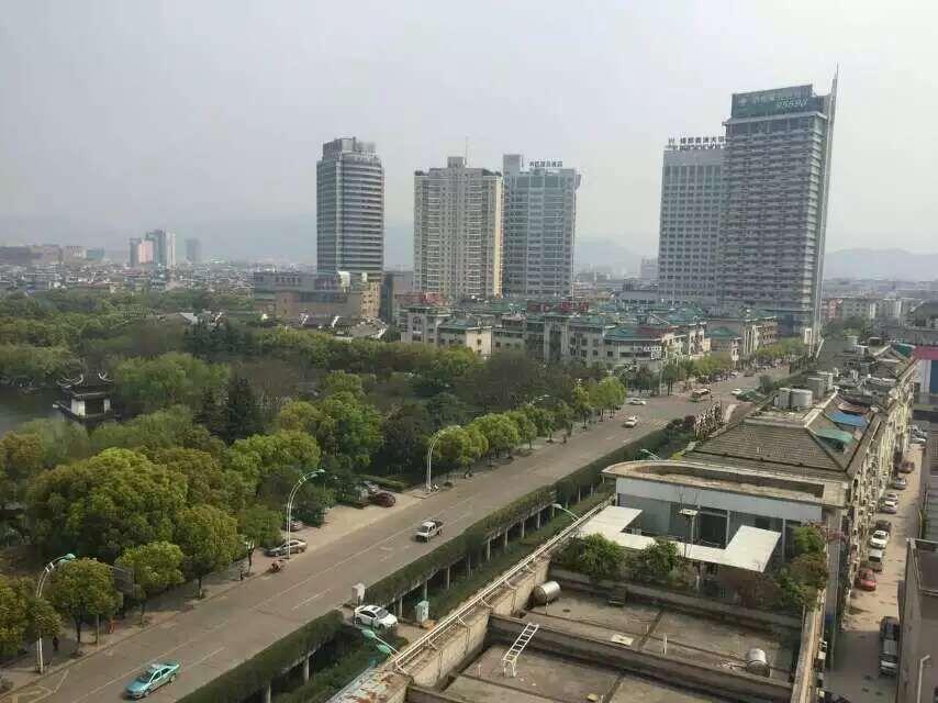万达广场50平55万  位置好 租金高