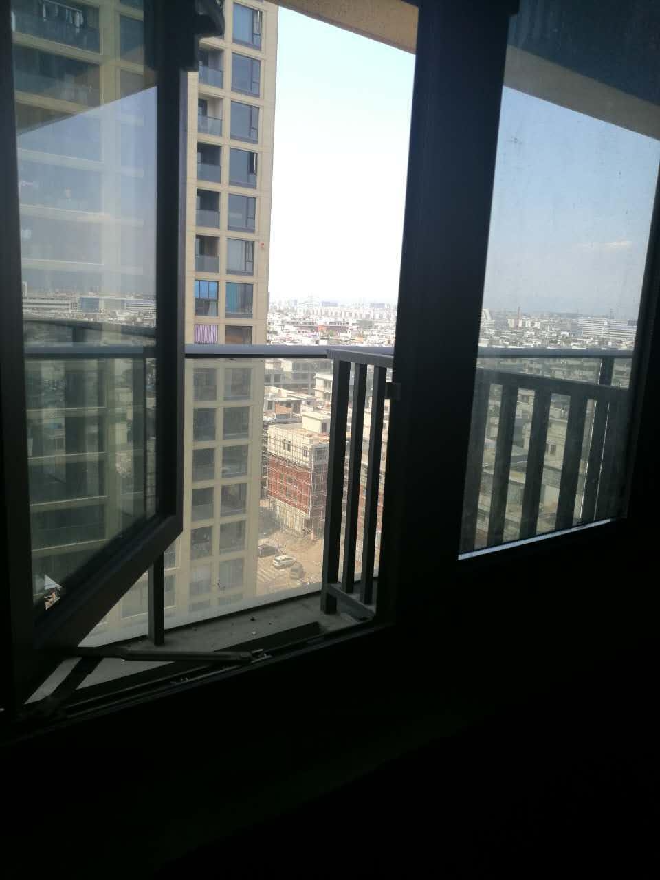 佛堂蟠龙花园143平7楼168万送车位