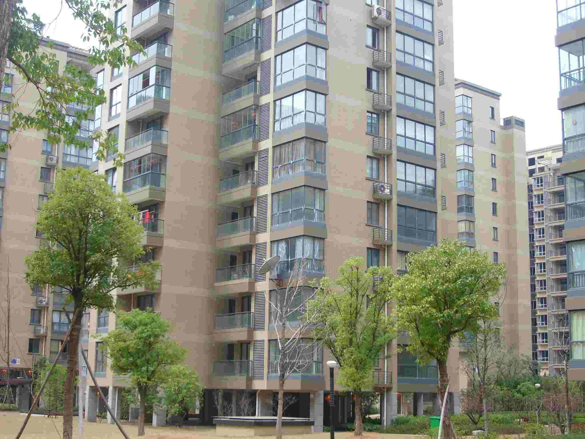 金城二期西边套精装修楼层好位置佳环境优美房东诚心出售
