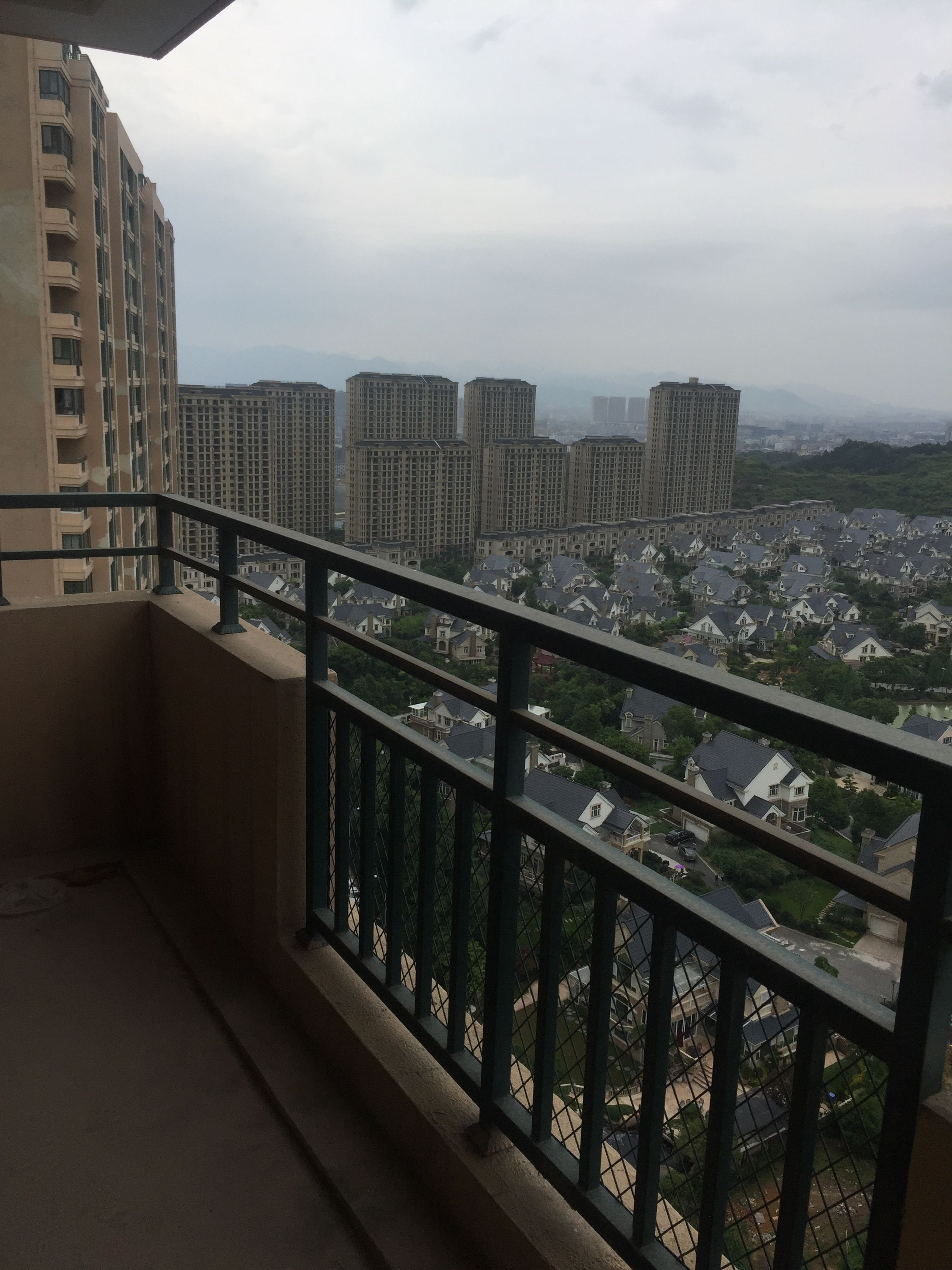 紫荆公寓174�O靠别墅景观整栋别墅南北通透户型双阳台诚心出售