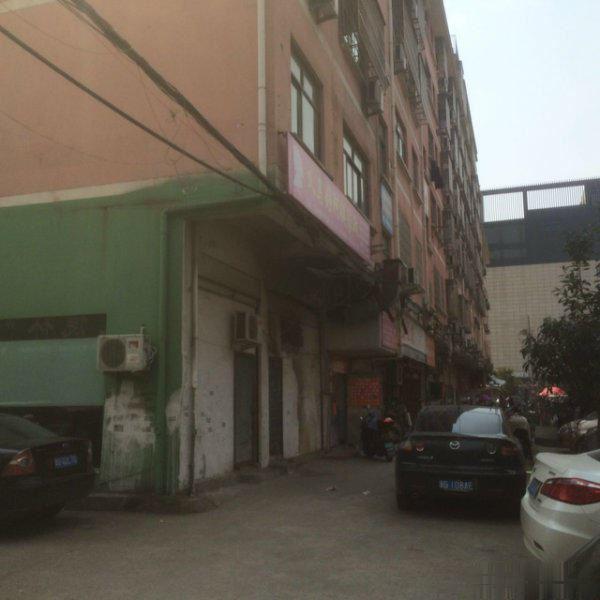 南门街占地3间店面垂直房年租金48万出让金已交位置好现急卖