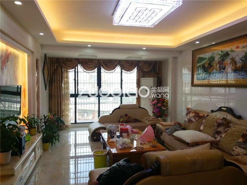 金色家园钻石楼层精装四房家具家电全送送储藏室