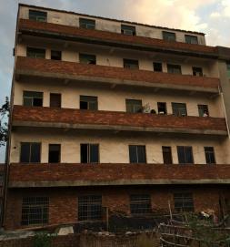 荷叶塘附近村子4间5层200平带院子厂房出租