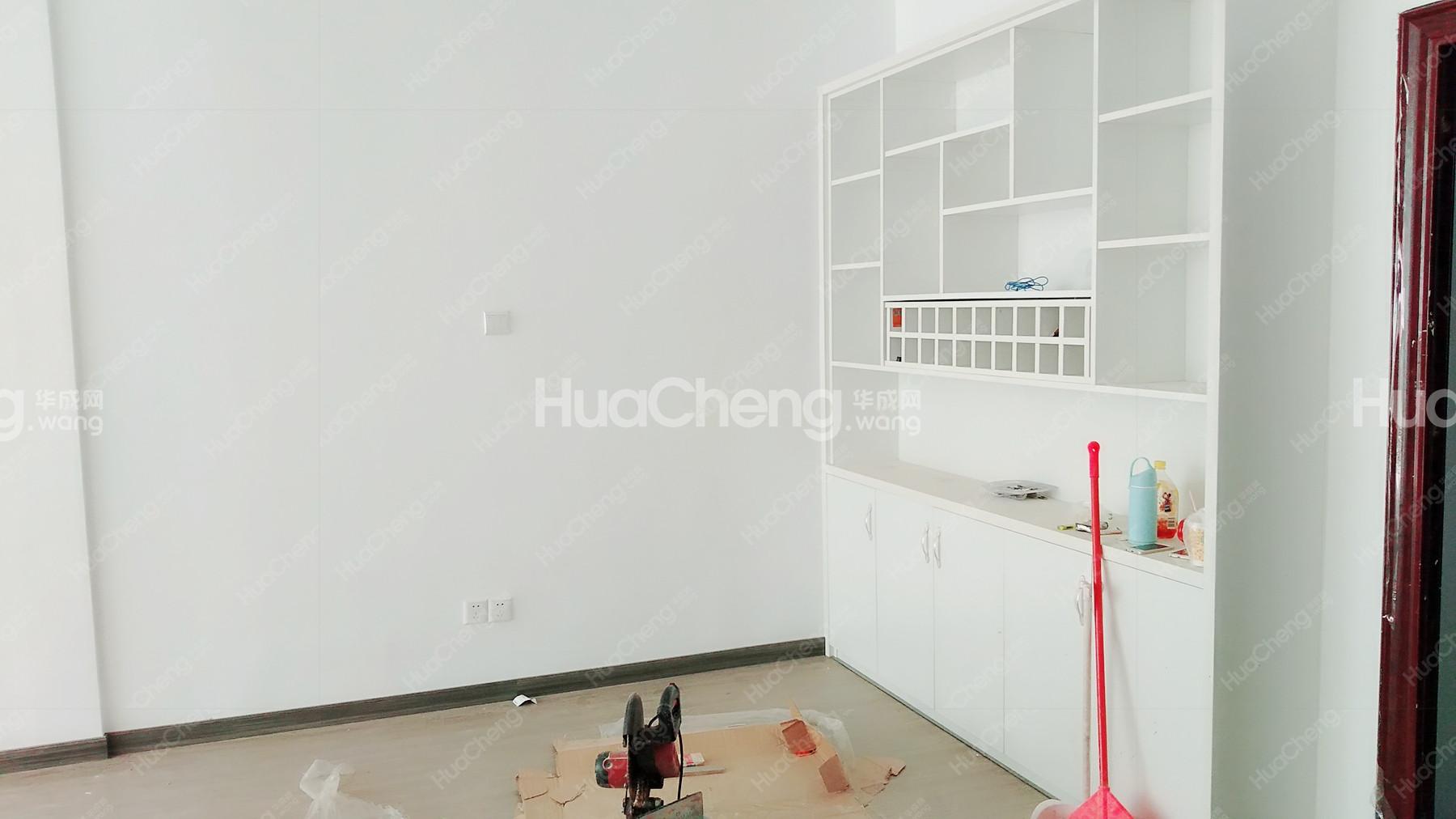 稠城 绣湖双学区 农贸城 全新装修 自住 户型通透方正