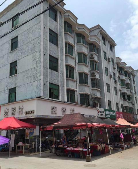 荷叶塘店面垂直房2间7层占地84平边间已出让位置好诚心出售