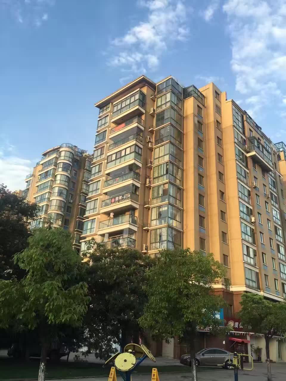 现代广场90送车位 精装修 高楼层 205万诚售