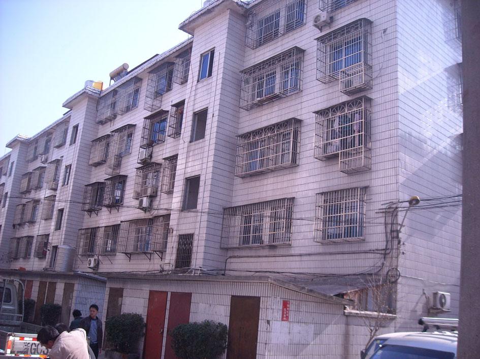 鹏城小区2间6层垂直房占地86平已出让租金23万房东诚信出售