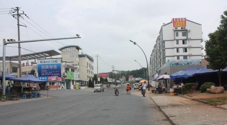 新马路菜市场旁边
