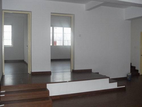 江滨中路2间6层店面垂直房服装市场对面位置好年租金24万左右