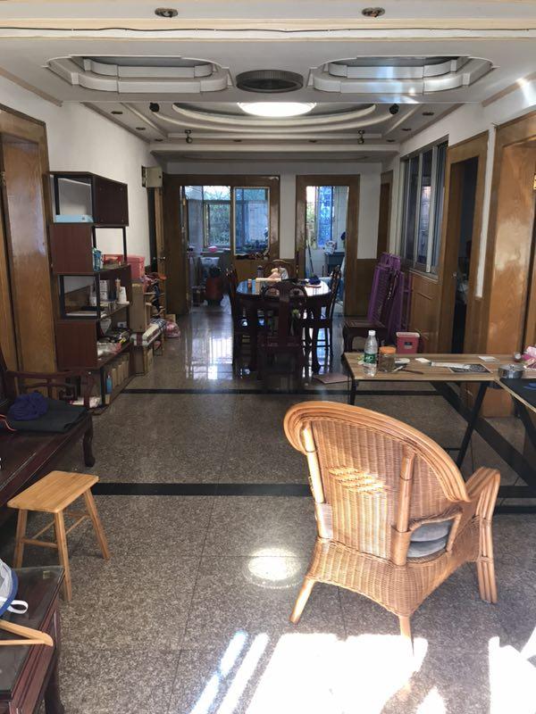 香港城四房大套间出售,二楼黄金地段,买到你将成为下一批拆迁户