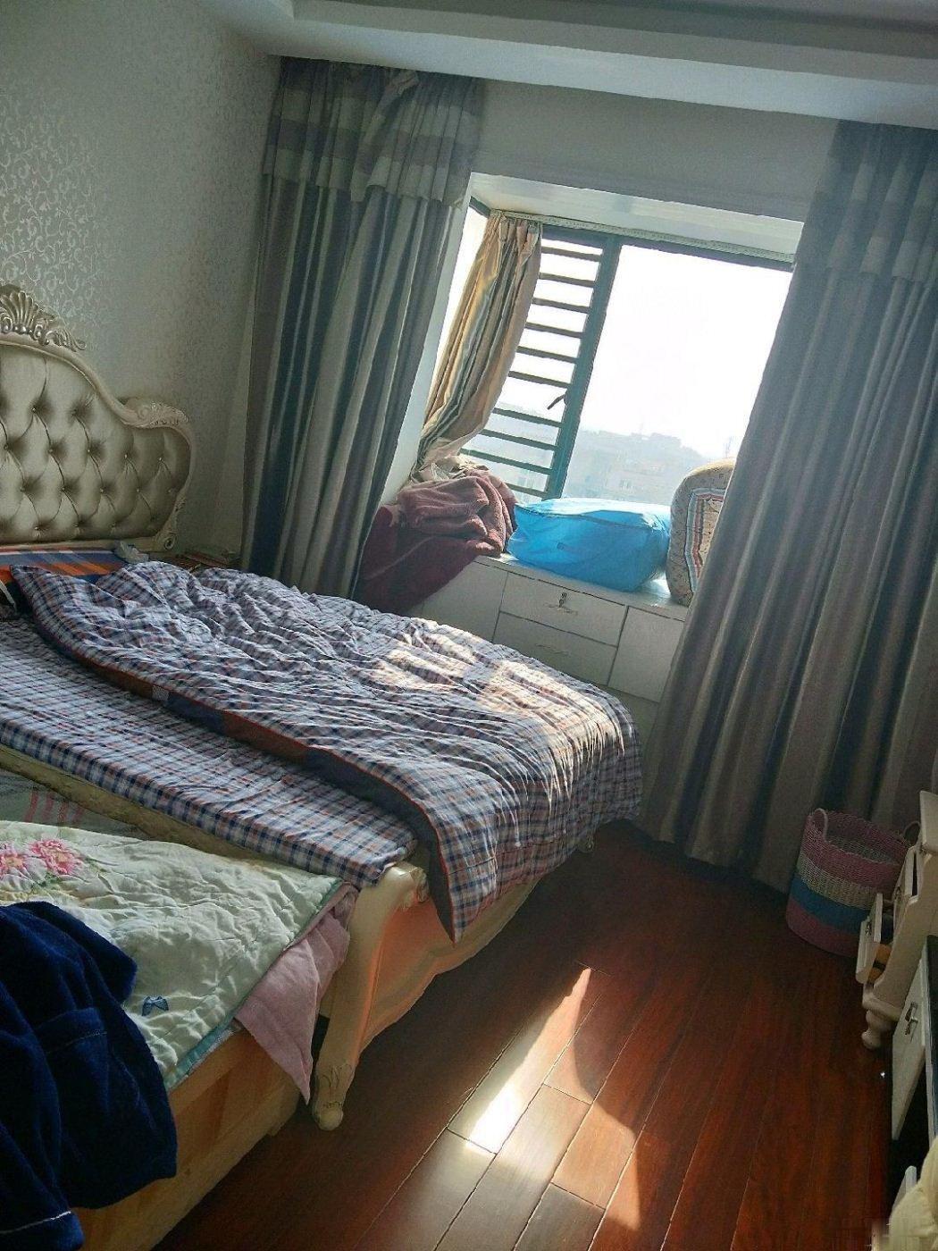 新科花园 3室2厅2卫