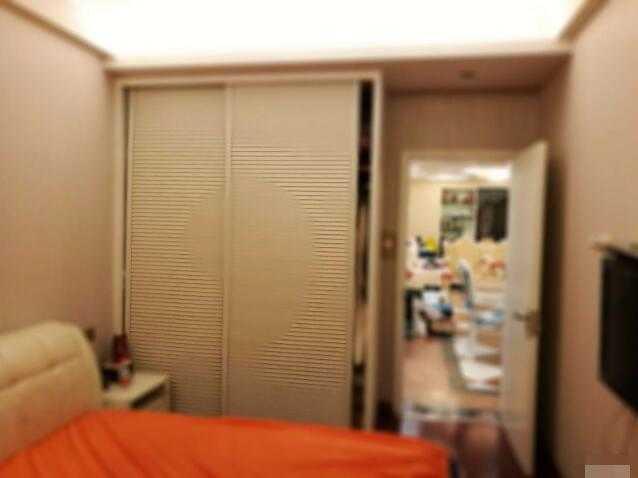 紫荆公寓63�O 精装修拎包入家具家电全送证件满二年