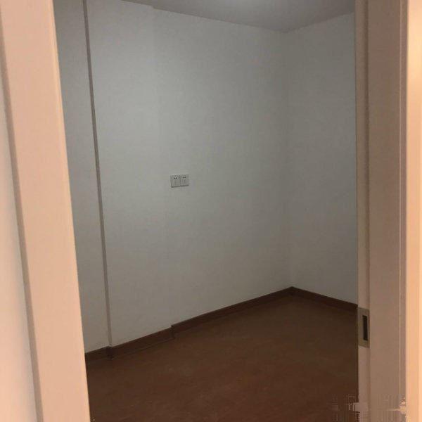 江南一区江东南路 实验小学 顶楼带阁楼 楼梯在边上两室急卖