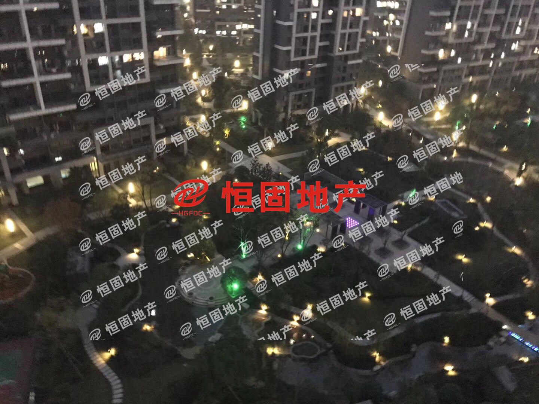 荷塘月色116中高楼层东边套精装50万大阳台