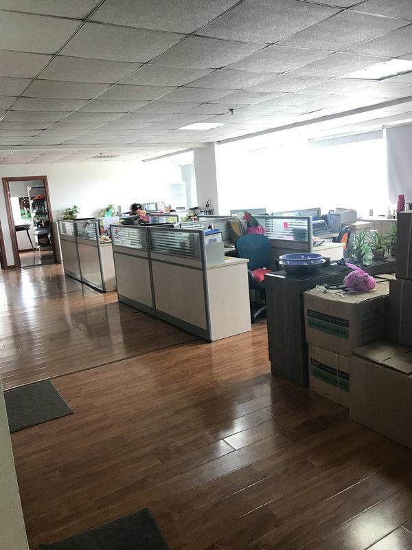 网商创业大厦370平方办公室