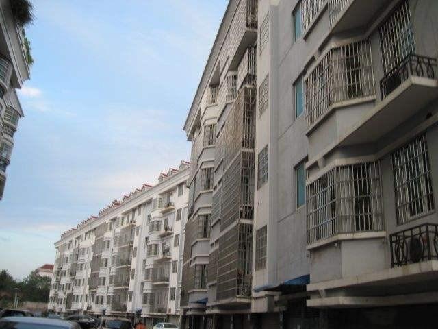 老秦塘小区顶楼带阁楼117平带车库满两年房东诚心出售
