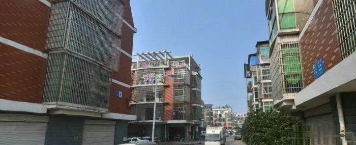 北苑拥军一区垂直楼对面就是乐购和365便民服务中心