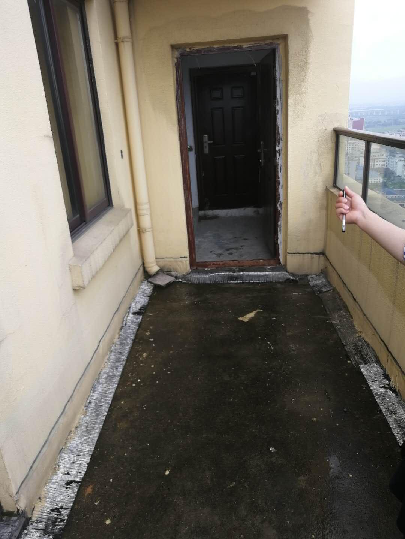 五亭华府中间楼层  轻轨站边上的楼盘
