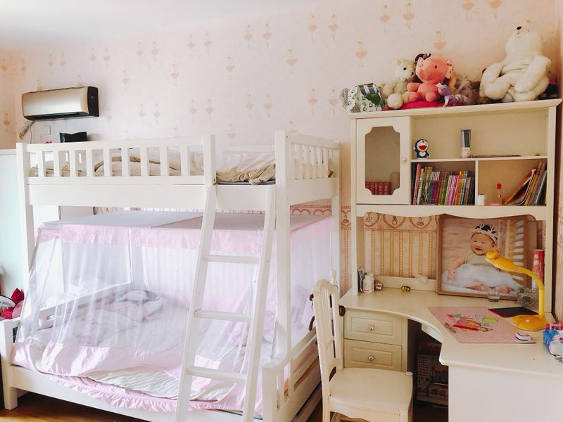万达广场附近,全新精致豪华酒店式装修,全新欧式大床 新房新床