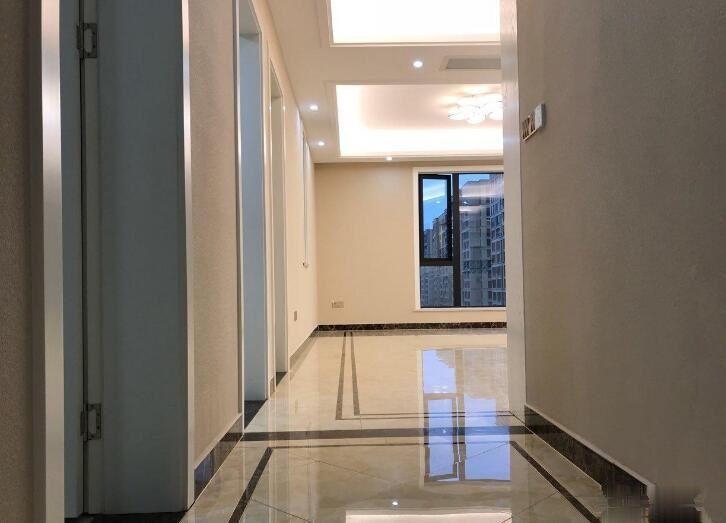 北苑嘉禾广场两房豪华装修带车位 绣湖中学 随时可看 房东急售