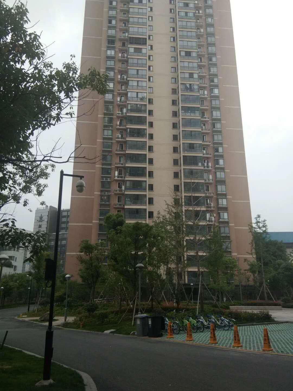 解放新苑中间楼层83平270万双绣湖